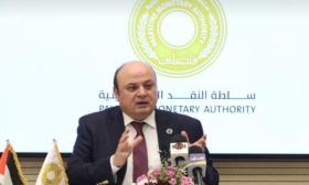 محافظ سلطة النقد يتفقد المؤسسات المصرفية بغزة