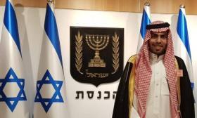 شاهد| الإهانة والحجارة تستقبل وفد مطبعين عرب يتقدمهم سعودي