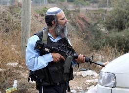 مستوطنون يرشقون بالحجارة منازل وسيارات المواطنين في بيت لحم