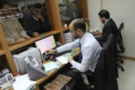 مالية غزة: صرف دفعة راتب شهر يونيو لموظفيها بنفس آلية الشهر الماضي