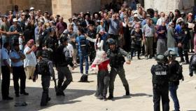 بعد أحداث اليوم.. قرار من شرطة الاحتلال بشأن المسجد الأقصى