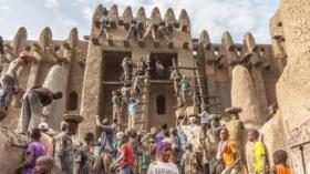 في مالي.. مسجد يُعاد بناؤه كل سنة
