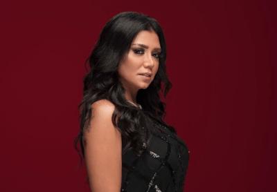 """شاهد  رانيا يوسف تعود من جديد لـ """"الهوت شورت"""" في ظهور مثير للجدل"""