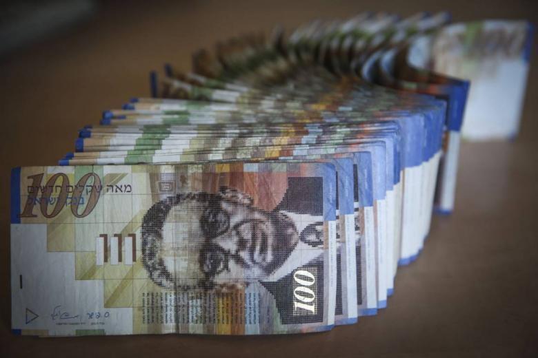 مؤتمر صحفي مرتقب لوزير المالية بشأن موعد و نسبة صرف رواتب موظفي السلطة