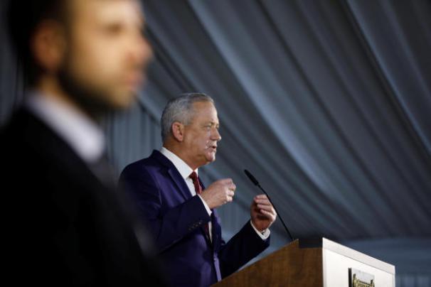 غانتس: نأمل ألا يتم تسخين الأوضاع  مع لبنان أو سوريا