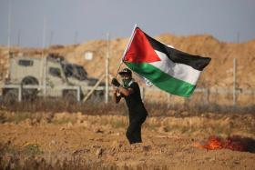 """خبير عسكري: """"إسرائيل"""" تفاوض حماس بمسدس خال من الرصاص"""