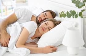 أهمية الرومانسية بين الزوجين.. أفكار تسعد زوجتك