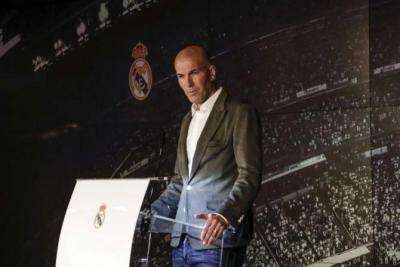 هل يقوم ريال مدريد بإقالة زيدان؟