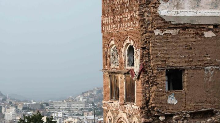 تضرر منازل قديمة وأثرية في تعز اليمنية بسبب الفيضانات (صور)