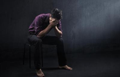 """تنبؤات الخبراء بتسبب """"كورونا"""" في زيادة الانتحار والعنف المنزلي تتحول إلى حقيقة"""