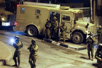 حملة دهم واعتقال في مناطق متفرقة بالضفة الغربية