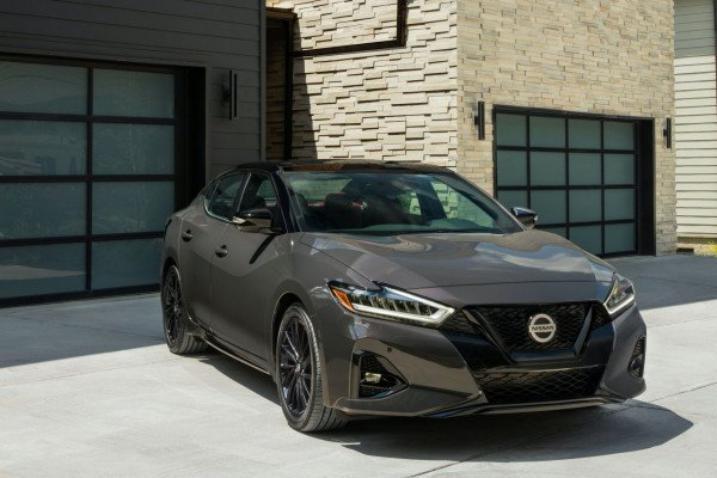 أسعار وتصميم سيارة نيسان لعام 2021