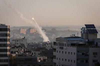 صحيفة عبرية: حدثان خطيران وقعا خلال إطلاق صواريخ من قطاع غزة