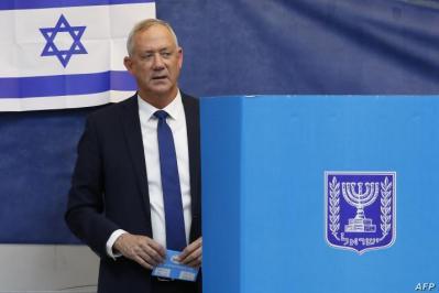 صحيفة عبرية تعلق على فشل جنرالات إسرائيل في المعترك السياسي