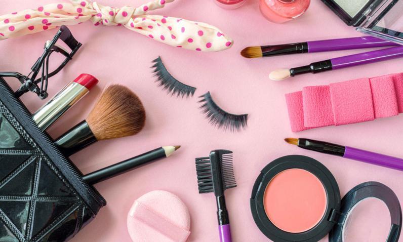 ما هي أضرار وضع مستحضرات التجميل يوميا؟