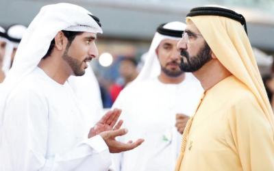"شاهد فيديو طريف.. ولي عهد دبي ""يسابق"" نعامتين"