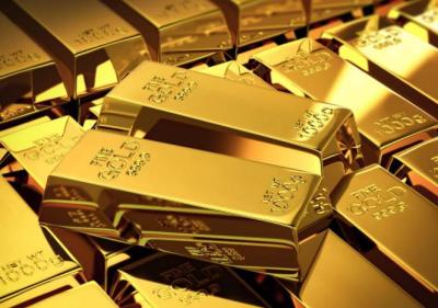 الذهب يهبط مع صعود الدولار