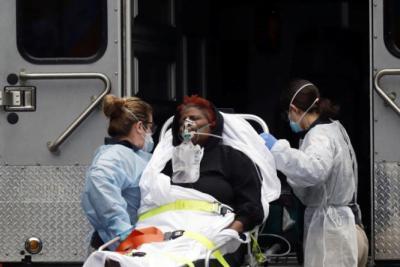 """لأول مرة في العالم.. إصابة كورونا """"مزدوجة"""" لمريض واحد"""