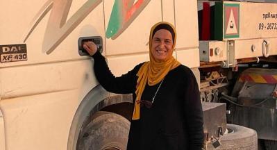 أول فلسطينية تحصل على رخصة قيادة شحن ثقيل