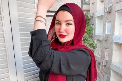 المصرية حنين حسام توضح حقيقة رفدها من الجامعة وموقفها من مودة الأدهم