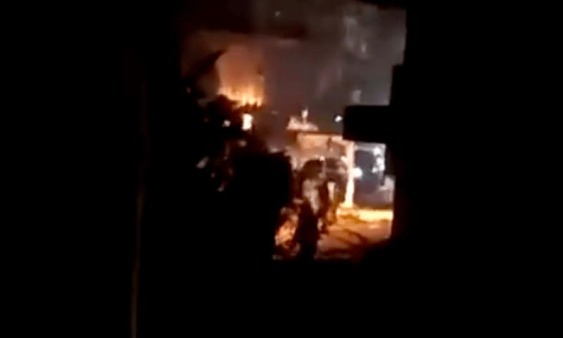 لبنان.. مقتل 3 في اشتباكات في بعلبك بعد مقتل هارب عند نقطة تفتيش (شاهد)