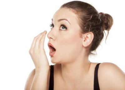 بمكون واحد طبيعي.. مشروب فعال للقضاء على رائحة الفم الكريهة