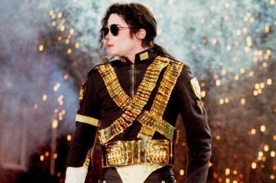 (تويتر) يشتعل بعد إطلاق مايكل جاكسون ألبوم جديد