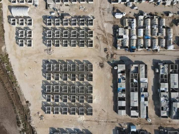 تركيا ترسل قافلة مساعدات الى اللاجئين السوريين وتشرع ببناء مئات المساكن لهم (صور)