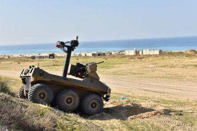 الجيش الإسرائيلي يكشف تفاصيل روبوت قتالي جديد يتم نشره على حدود غزة (صور)