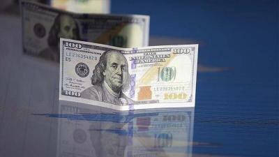 مع تآكل حصته بالاحتياطي العالمي.. ماذا يحدث للدولار؟
