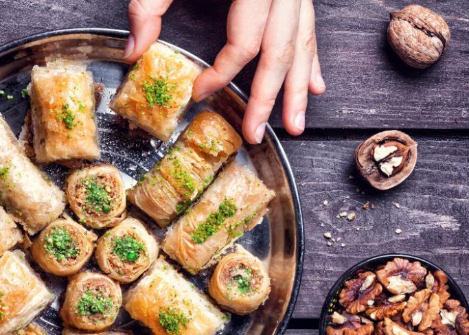 10 أخطاء رمضانية شائعة.. احذر الحلويات بعد الإفطار مباشرة