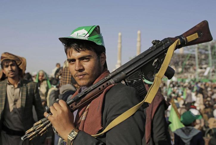 بطائرات مسيرة الحوثيون يعلنون استهداف