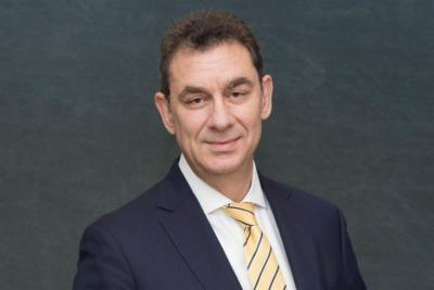 يديعوت العبرية: رئيس شركة فايزر يعتذر عن اضاءة شعلة الهولوكوست