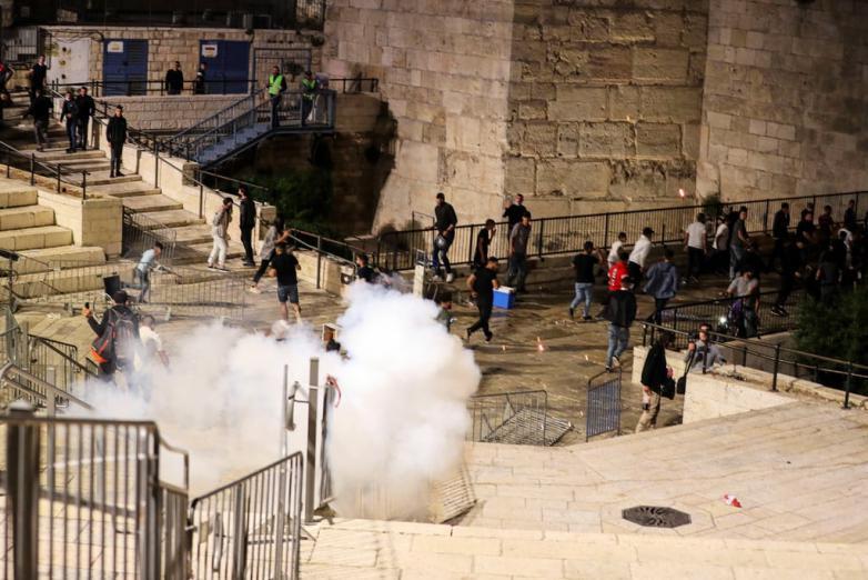 الجبهة تدعو لتحويل الهبة الشعبية في القدس إلى انتفاضة عارمة