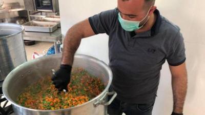 تكية عايدة تقدم 500 وجبة إفطار للأسر الميسورة في اليوم الأول من رمضان
