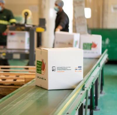 """شبكة بنوك الطعام الإقليمية توزع الطرود الغذائية ضمن حملة """"100 مليون وجبة"""""""