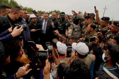 رئيس الوزراء العراقي يلتقي متظاهري البصرة