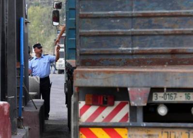 جملة تسهيلات إسرائيلية مفاجئة لغزة.. انتهاء أزمة الطرود البريدية وتصدير المحاصيل الزراعية والألبسة