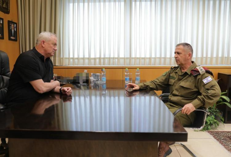 غانتس: الجيش الإسرائيلي يعمل على نقل القتال إلى داخل قطاع غزة