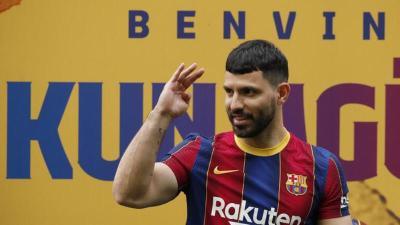 """أول تصريح لأغويرو بعد انضمامه إلى برشلونة: """"ميسي سيبقى"""""""