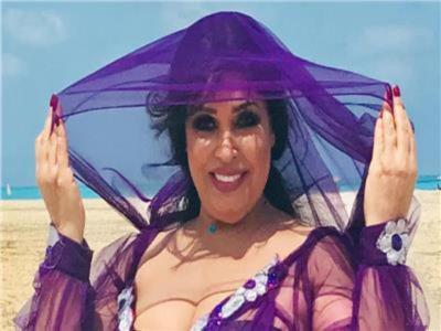 فيفي عبده تقدم وصلة رقص بفستان جـ ـريء بعد تماثلها الشفاء