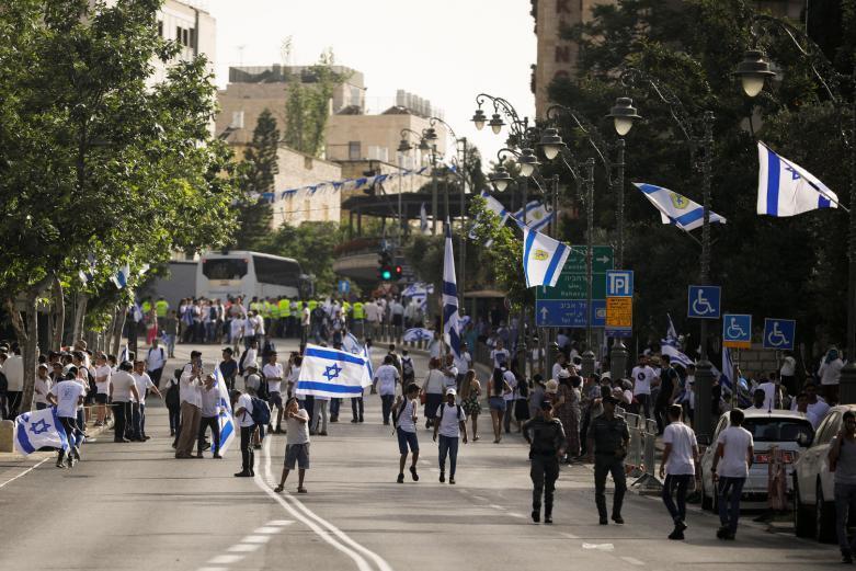 مسيرة الأعلام.. تقييمات للأجهزة الأمنية الإسرائيلية لرفع حالة التأهب