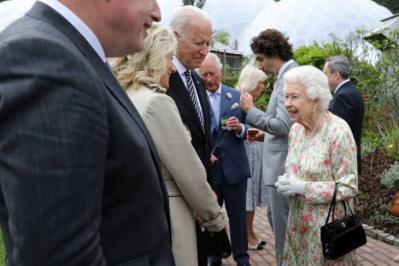 بايدن يحتسي الشاي مع الملكة إليزابيث في ختام قمة مجموعة السبع