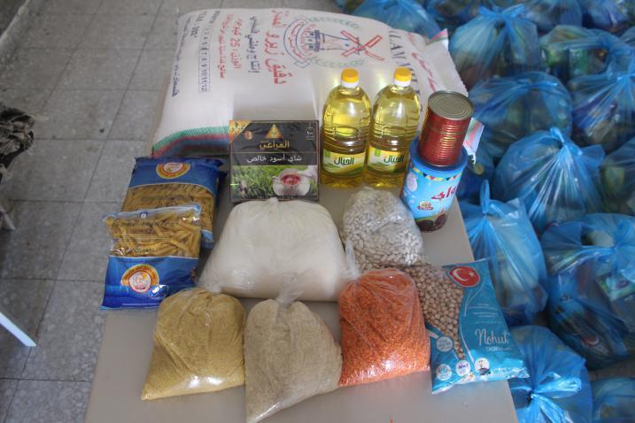 الرحمة العربية تطلق حملة توزيع الطرود الغذائية على العائلات المحتاجة