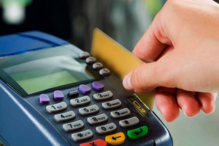 البطاقة التمويلية من المستفيد منها وما هي آلية توزيعها وتمويلها؟