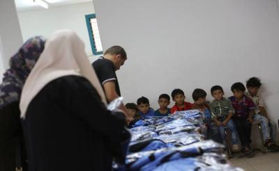 """""""الرحمة العربية"""" تفتتح مشروع الكسوة المدرسية لأبناء الأسر المستفيدة"""