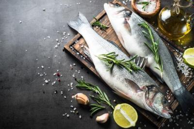 """احذر أن تأكل سمك ومعاه لبن: """"يجيلك لطف"""""""