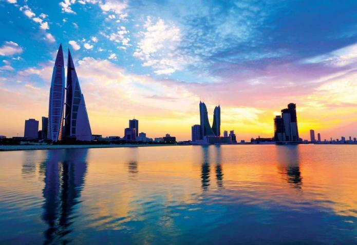 رجال أعمال يقدمون مساعدات مالية للمحتاجين من البحرين 2021