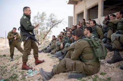 الإعلام العبري يزعم .. كوخافي يطالب قواته بتقليص إطلاق النار التعسفي