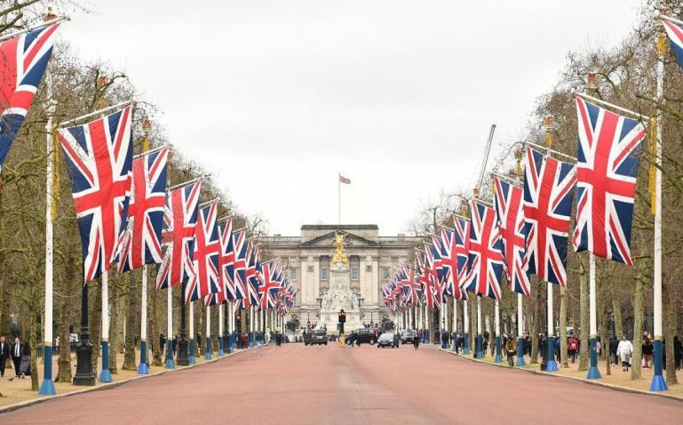 صحيفة تكشف الطريقة التي سترد بها بريطانيا على استهداف ناقلة نفط بخليج عُمان